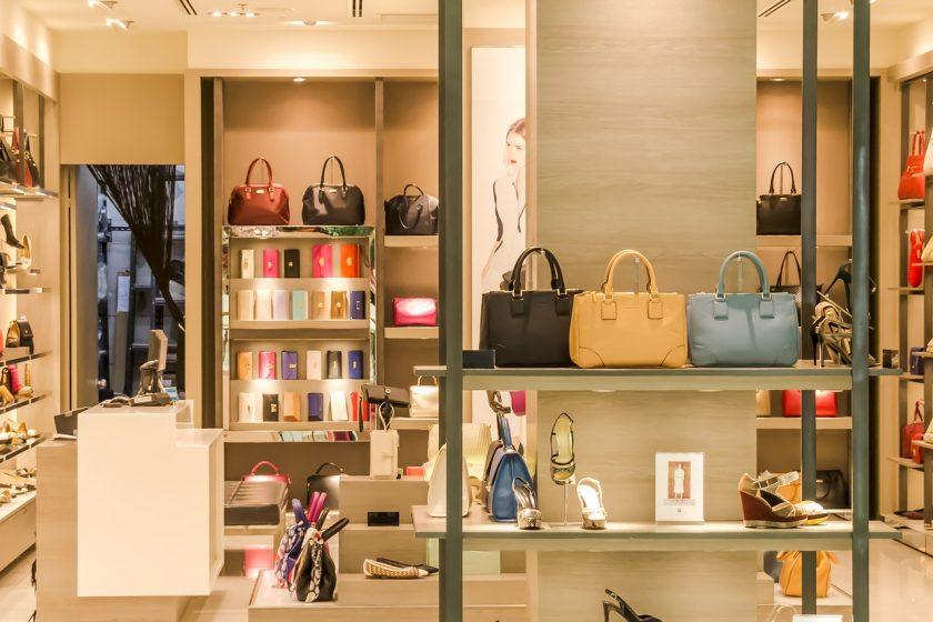 Dyskonty robią w Polsce zawrotną karierę – a co z małymi sklepikami?